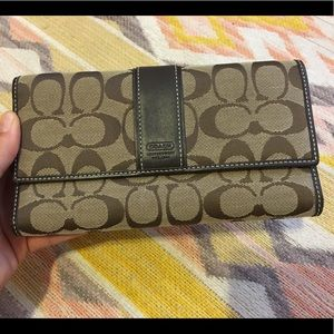 Coach • NWOT Classic Canvas Trifold Wallet